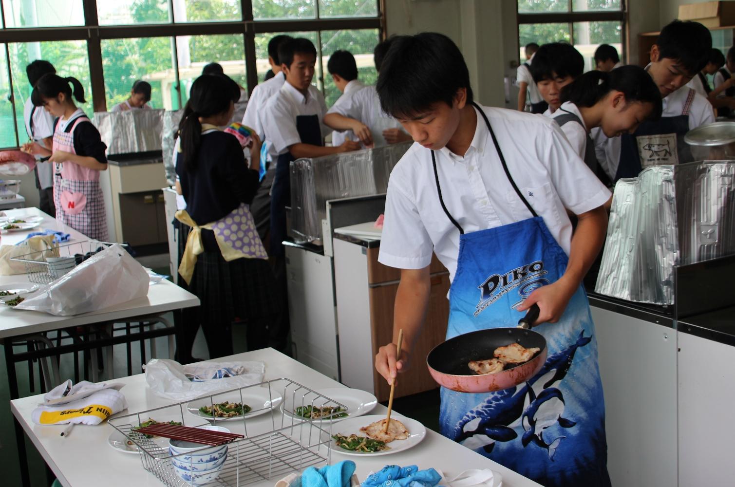 高校1年 家庭基礎集中講座 調理実習 – 金光大阪中学校・高等学校